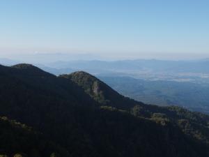 大河原峠から見るトキン(兜巾)の岩